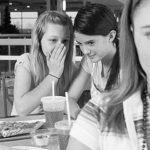 Nên làm gì khi phát hiện bị bạn bè nói xấu sau lưng