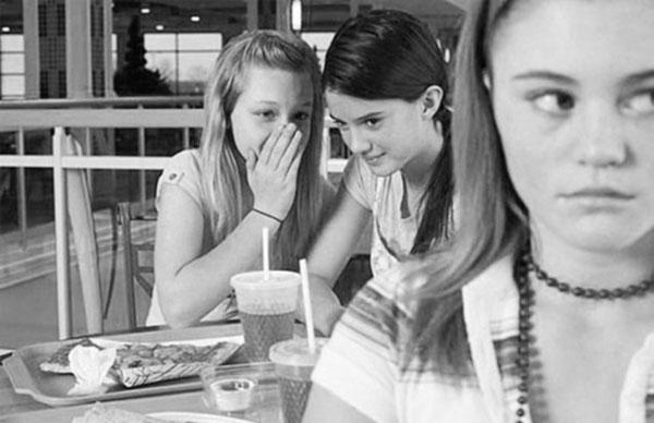 Bạn bè nói xấu sau lưng