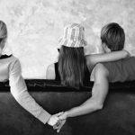 Làm gì khi người yêu quá thân với bạn khác giới